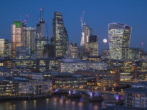 Blue Moon at City of London By David Young (10)